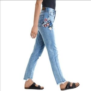 NWT American eagle embroidered mom jeans sz.12long